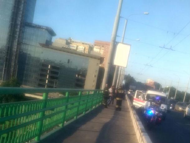 Полицейские спасли ростовчанина, сидевшего на перилах моста