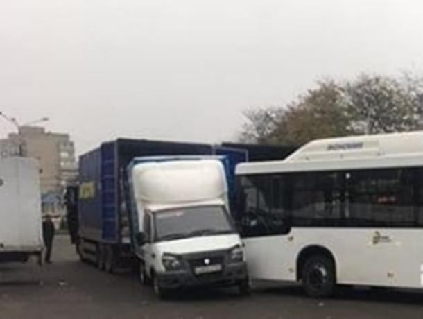 Пассажирский автобус с отказавшими тормозами протаранил «Газель» на дороге Ростова