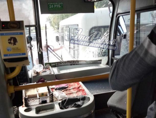 Гонка двух лихих водителей маршруток закончилась аварией в Ростове
