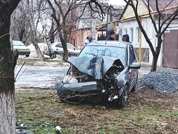 Яма на дороге и беспечность стали причиной ДТП в Новочеркасске