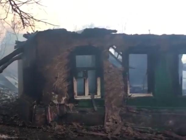 Страшные руины выгоревшего квартала в центре Ростова сняли на видео