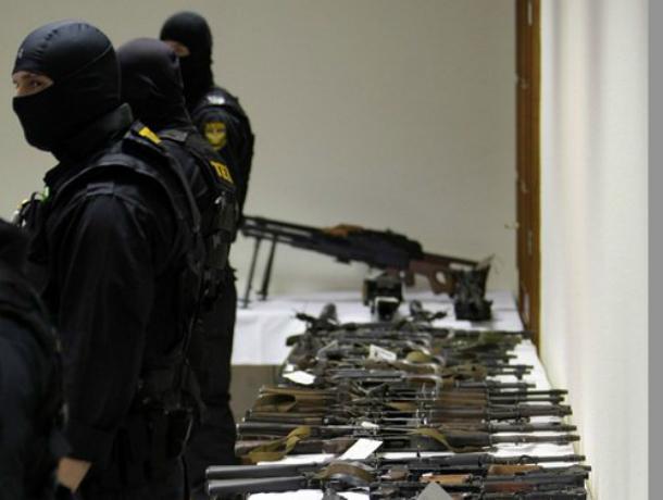 ВРостовской области мужчин осудят за реализацию похищенного у милиции оружия
