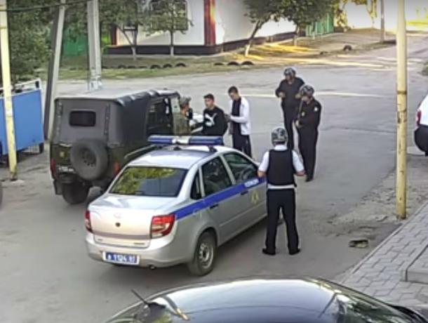 Жестокое избиение московских инженеров толпой хулиганов в Ростовской области попало на видео