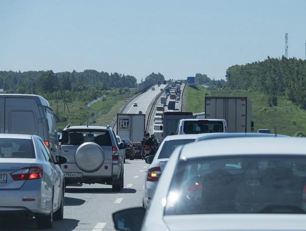 Стандартное утреннее ДТП спровоцировало многокилометровую пробку на трассе под Ростовом