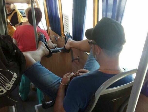 Проветривавший «самое дорогое» самозваный «царь» в автобусе Ростова возмутил местных жителей