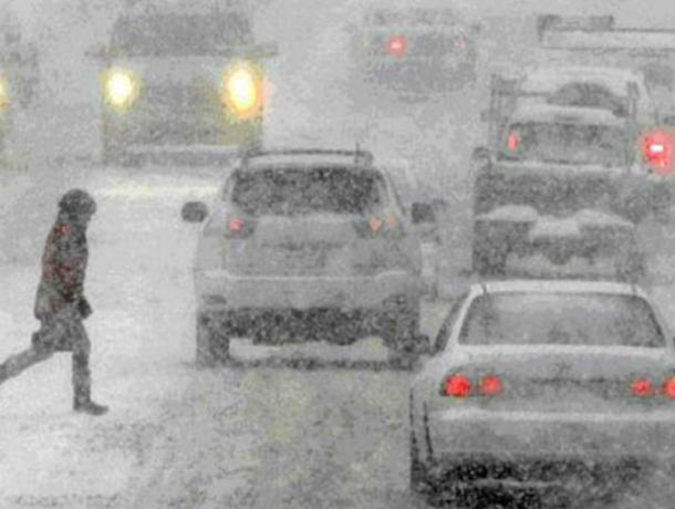 Обрушившийся на Ростов снегопад ослепит автомобилистов и прохожих в эту постпраздничную субботу