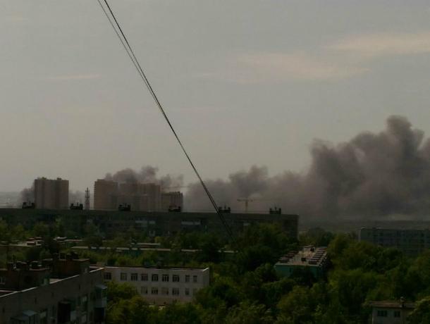 Страшным черным дымом с кисловатым привкусом окутало Западный микрорайон Ростова