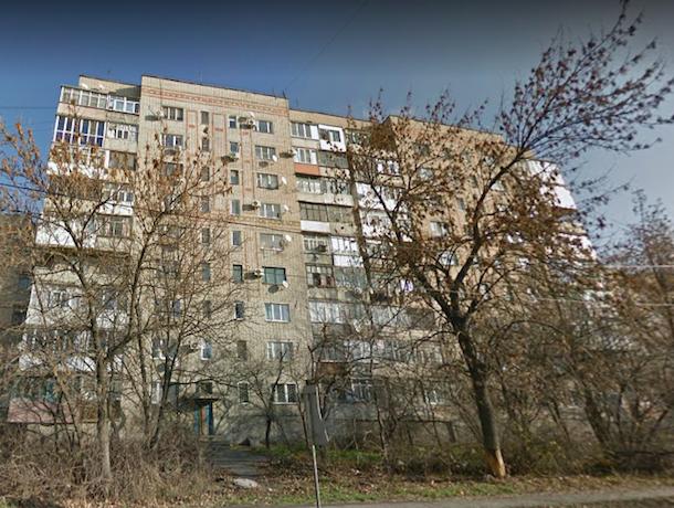 Взрыв разрушил два этажа в многоквартирном доме в городе Шахты Ростовской области