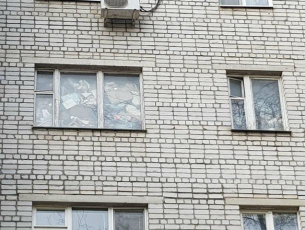 «Квартира забита мусором под потолок»: ростовчанка превратила свое жилье в настоящую свалку