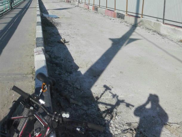 Ремонт моста Стачки идет пографику