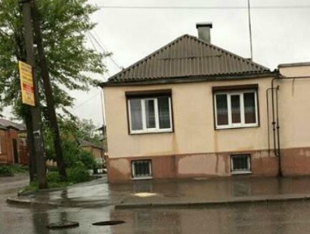 Опасную «ливневку» обнаружили «обессиленные» автомобилисты на дороге Ростова