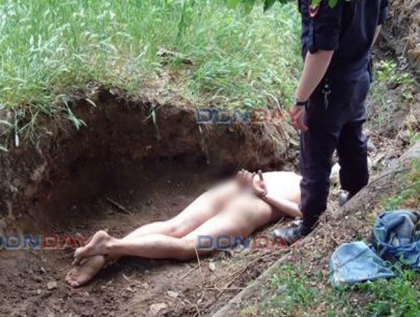 Попой кверху: агрессивно обнаженного «кладоискателя» поймали полицейские под Ростовом