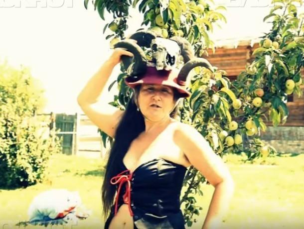 По федеральному каналу показали секс-клип «Амазонка» скандально известной пенсионерки из Ростова