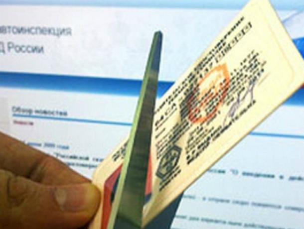 У психически больного автомобилиста отобрали водительские права в Ростовской области