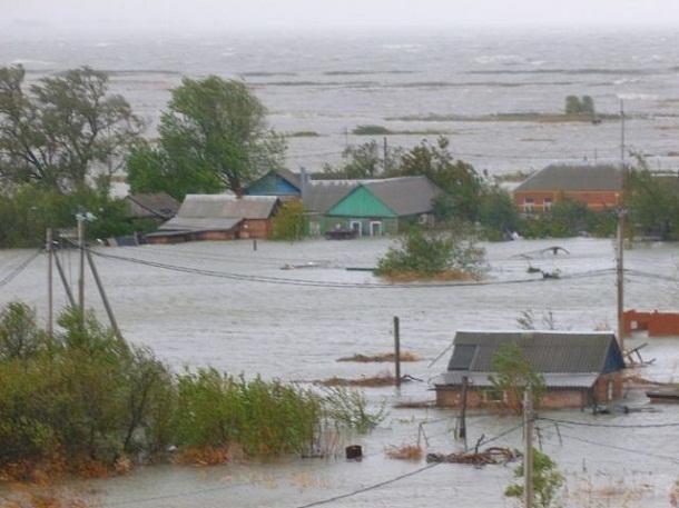 Денежные выплаты получат пострадавшие от мощного потопа и урагана жители Ростовской области
