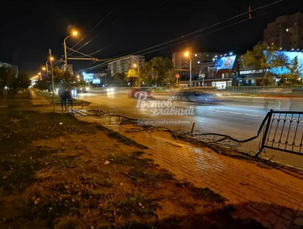 Неуправляемый грузовик вылетел на тротуар, круша все на своем пути в Ростове