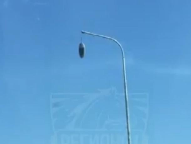 Убийца-фонарь у аэропорта «Платов» Ростова ужаснул автолюбителей и попал на видео