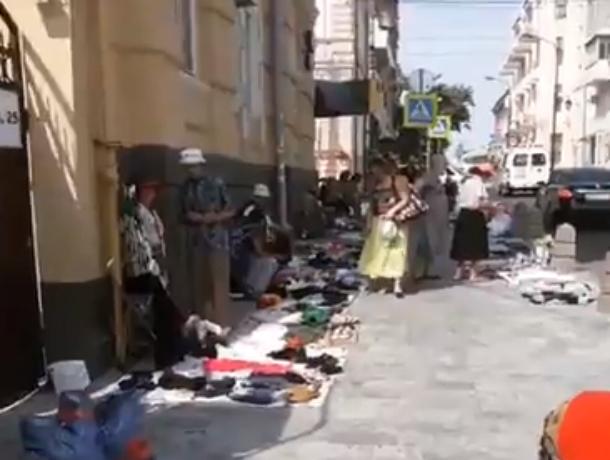 Эмоции шокированного ростовским блошиным рынком туриста рассмешили местных жителей на видео