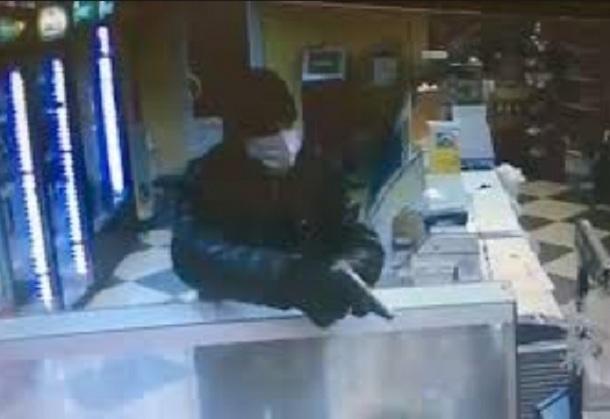 Вооруженные мужчины в масках совершили дерзкий налет на зоомагазин в Ростове, ужасно испугав продавщицу