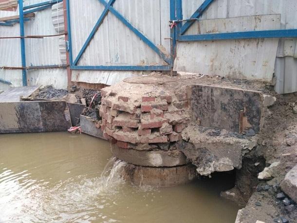 Забитая строителями элитного дома канализация вызвала потоп у речного вокзала Ростова