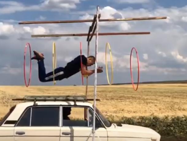 Смертельный прыжок: ростовский каскадер Евгений Чеботарев выполнил новый опасный трюк