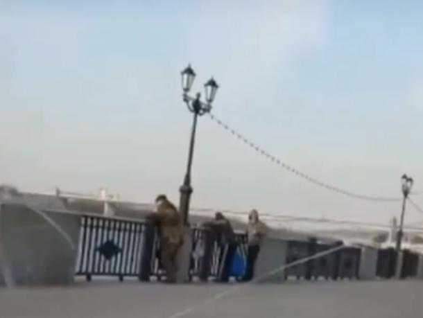 Обнаглевший в край автохам проехался по набережной Ростова и высмеял рыбаков