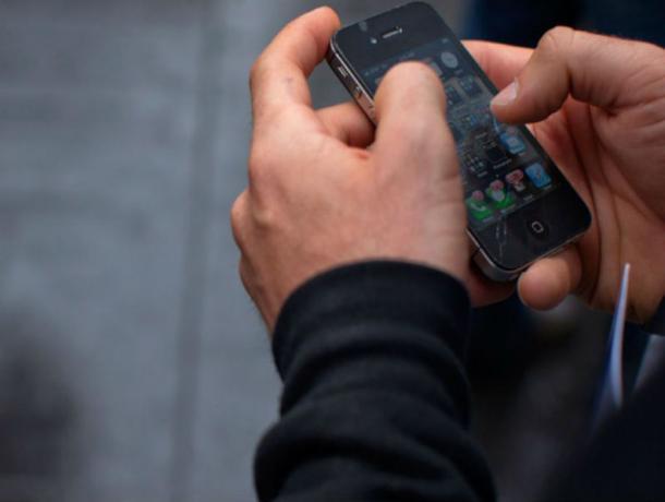 В Ростове сотрудник салона связи вместе с сим-картой оформил и кредит