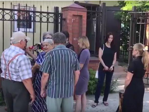 Двери морга закрыли перед носом безутешных родственников покойных в Ростове