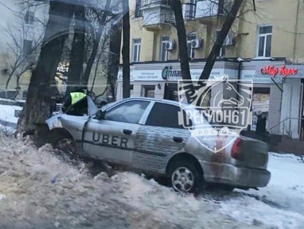 «Убивший» о дерево автомобиль такси водитель-новичок страшно покалечил своего пассажира в Ростове