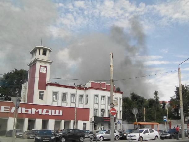 Черные клубы дыма окутали завод «Ростсельмаш» после страшного взрыва