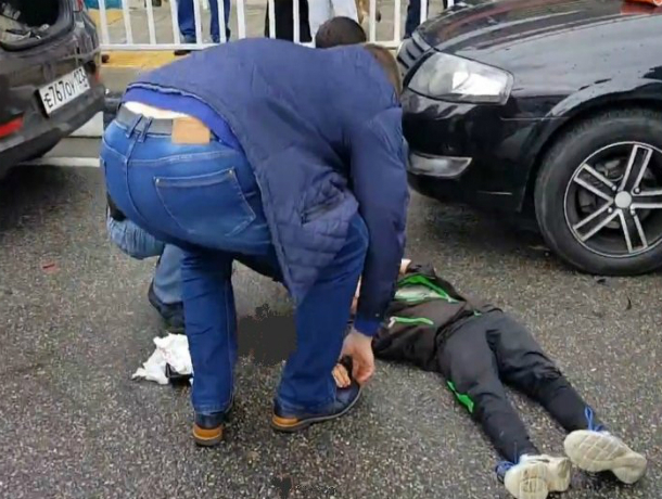 Перебегавший дорогу в неположенном месте школьник угодил под колеса иномарки в Ростовской области
