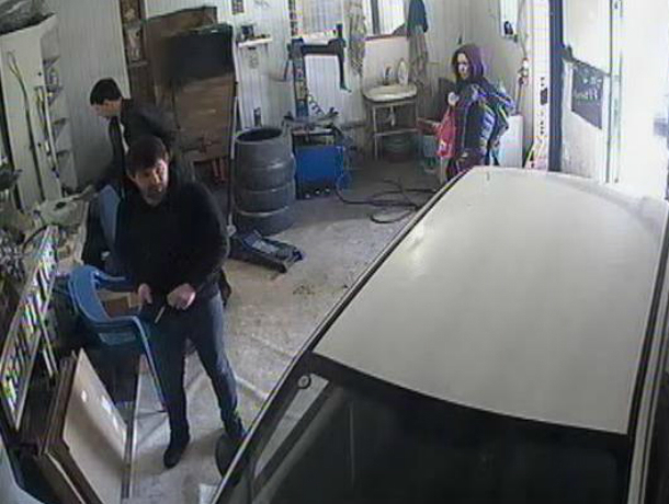 Любителя ремонтировать машину за чужой счет поймали на видео работники автосервиса в Таганроге