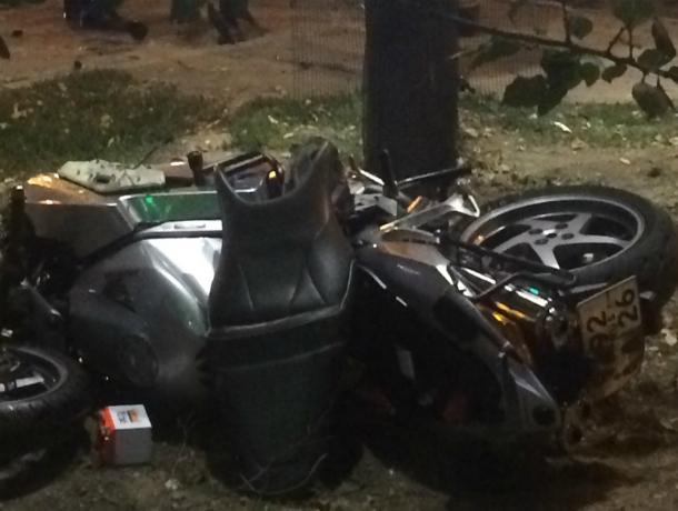 Отлетевший от столкновения с иномаркой байк снес женщину на пешеходном переходе в Ростове