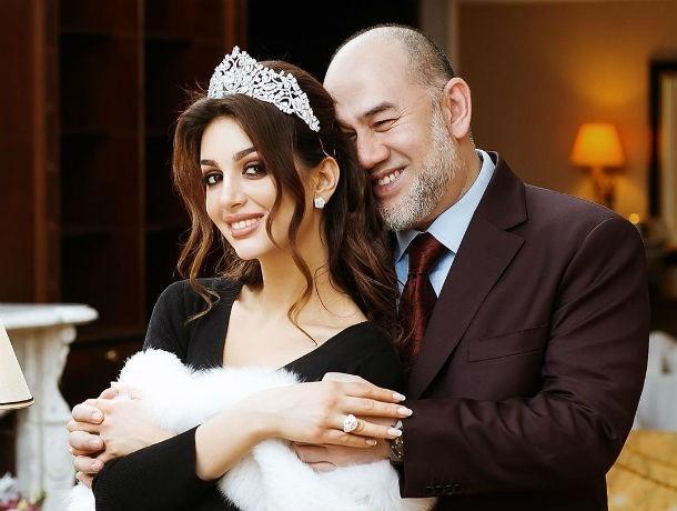 «Я – королева Москвы»: модель Оксана Воеводина рассказала, как стала женой короля Малайзии