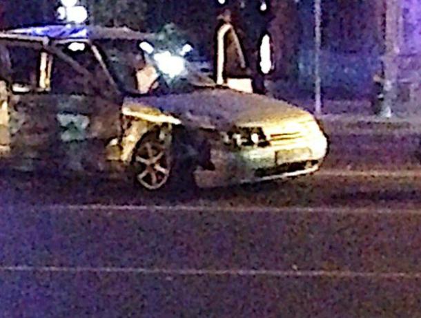 Три человека получили травмы в жестком лобовом ДТП в центре Ростова