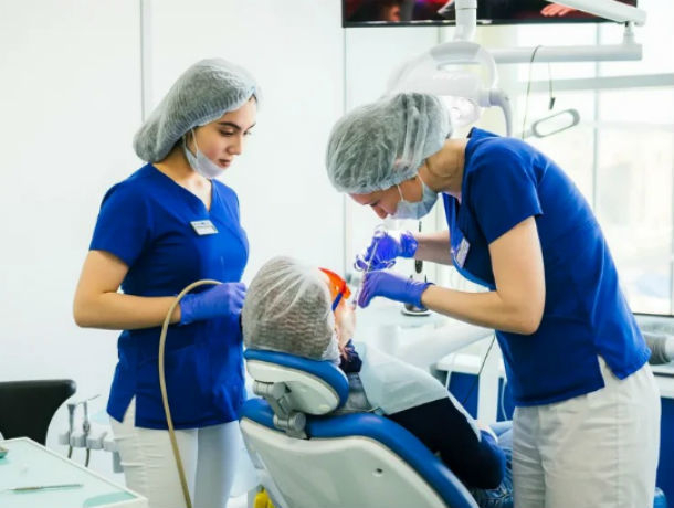 7 апреля – Всемирный день здоровья: стоматологи клиники WORLD DENT получили награду за профессионализм