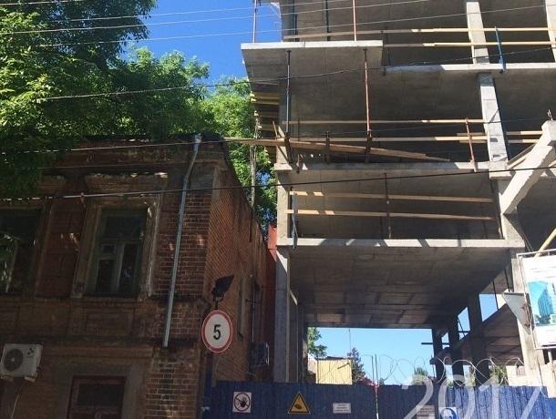 «Замурованными» в своих квартирах оказались жильцы аварийного дома в центре Ростова