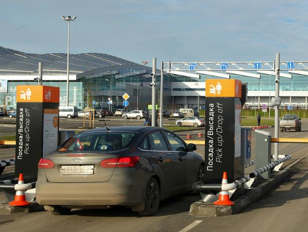Ваэропорту Платов разрешили бесплатную парковку начас