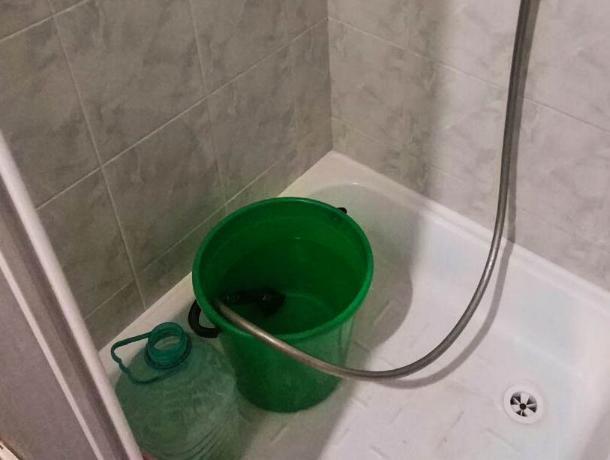 Запасать воду в тазики и ведра будут ростовчане, оставшиеся без живительной влаги
