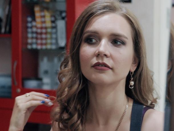 «Я готова выйти замуж второй раз»: шикарный макияж и эффектная укладка взбудоражили участницу «Преображения-2»