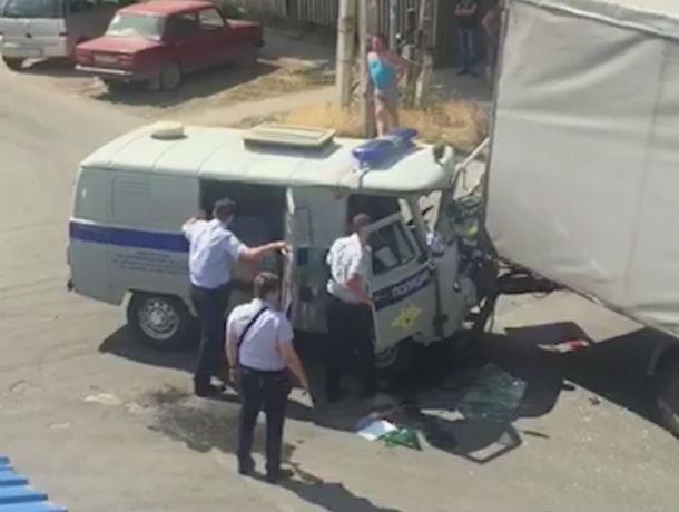 В Ростовской области четверо полицейских пострадали в ДТП с грузовиком