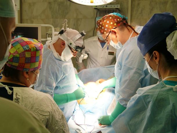 Русские мед. сотрудники удалили 37-килограммовую раковую опухоль