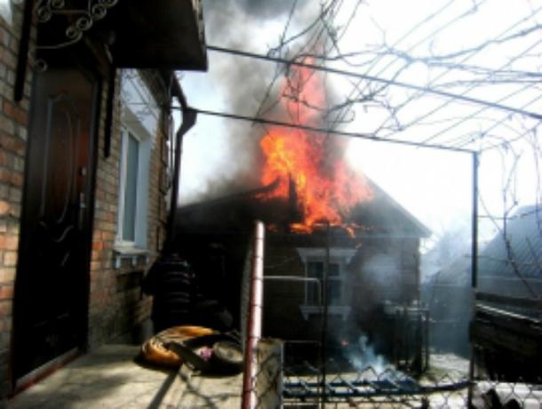 Женщина не смогла выбраться из горящего дома и погибла в Ростовской области