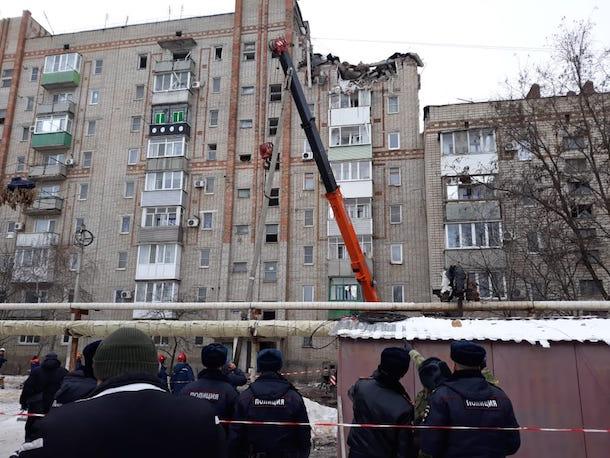 «Обломки летели на 100 метров от дома»: на месте взрыва в Шахтах находится журналист «Блокнота»