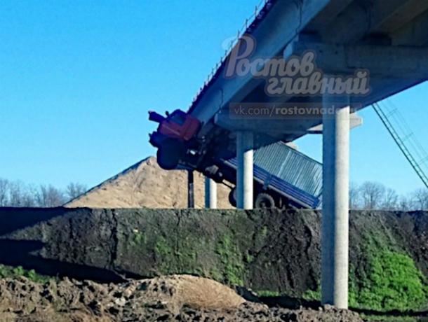 На взлет неудачно пошел грузовик на трассе в Ростовской области