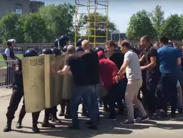 Показательная «порка» толпы болельщиков на стадионе «Локомотив» Ростова попала на видео