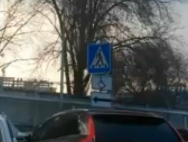 ВРостове найдена необыкновенная композиция уличных знаков
