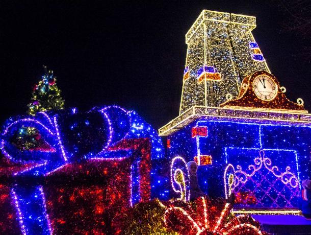 Новогодняя подсветка осветит 330 зданий вцентре Ростова