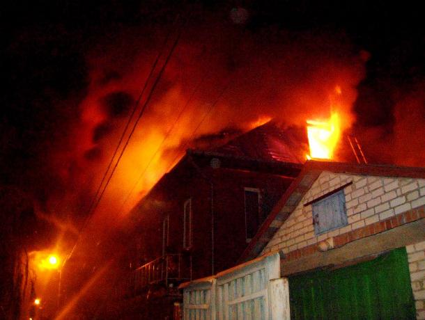 Одна женщина погибла, другая пострадала во время пожара в частном доме в Ростовской области