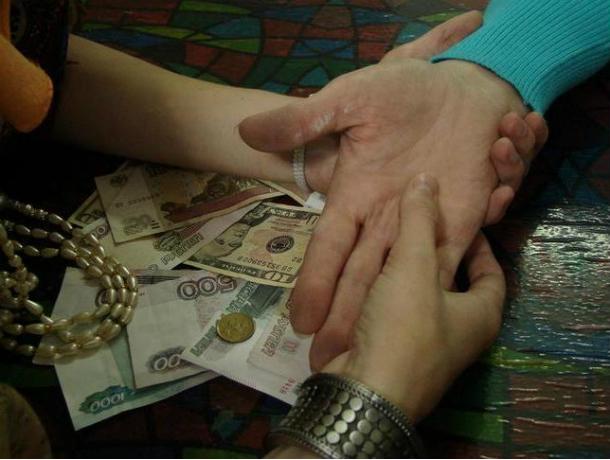 За 45 тысяч сняла порчу «целительница» с жительницы Ростовской области